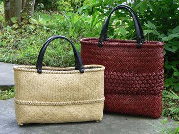 ナチュラルカラーと紅の竹バッグ