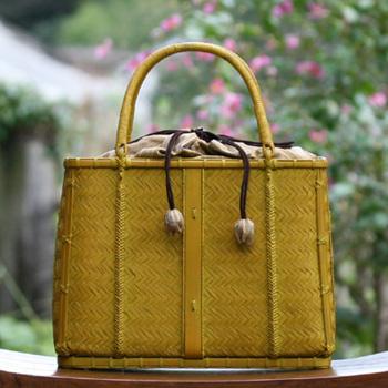ナチュラルカラーの竹バッグ