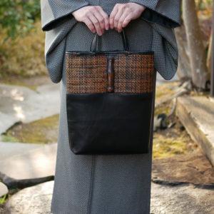 レザーと竹で出来たバッグ