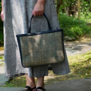 ダークグリーンの竹バッグ