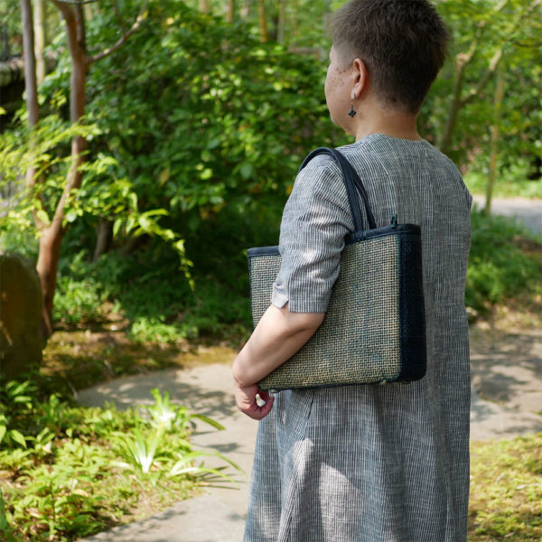 ダークグリーンの竹バッグ4