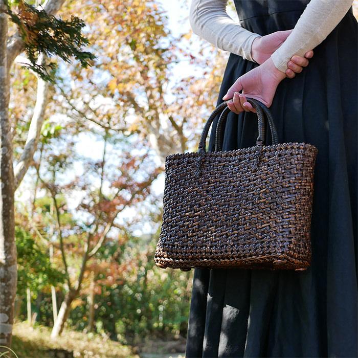 ダークナチュラルの自然素材バッグ