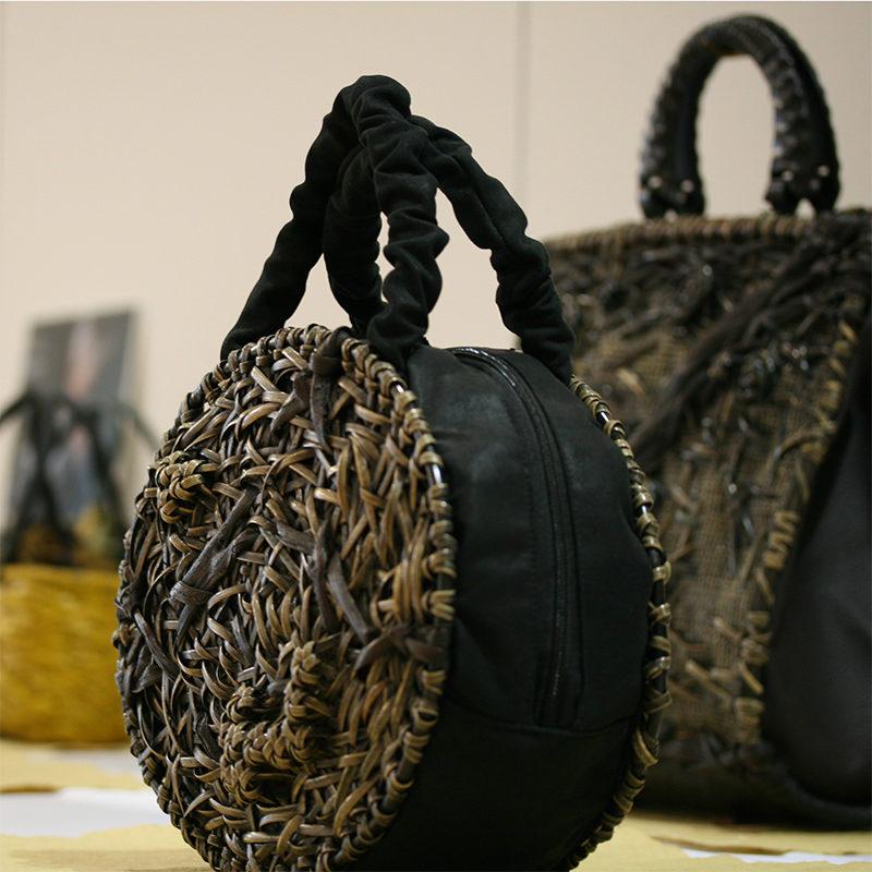 ラウンド型の竹バッグ