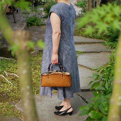 竹バッグに合うイストワールの衣服
