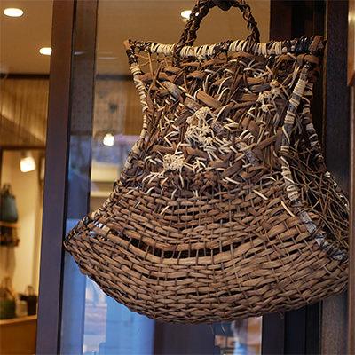 竹製のバッグ