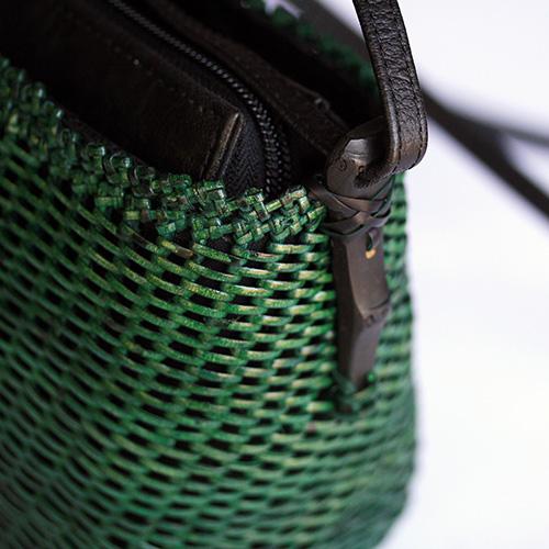 コイル編みポシェット