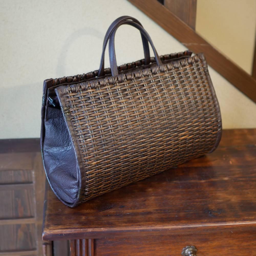 籐のサイドレザーハンドバッグ
