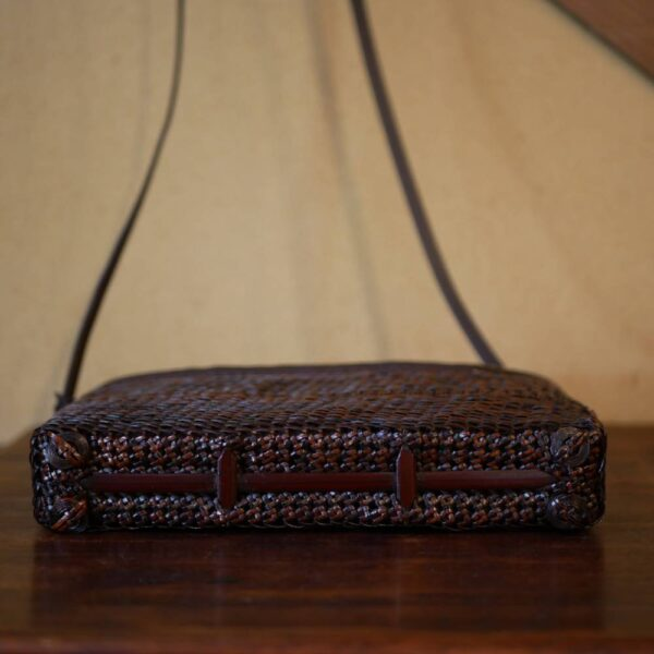 籐の薄型ポシェット